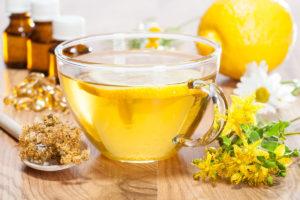 Třezalkový čaj či výtažek z třezalky dále pomáhá při čištění krve, při chorobách plic, slinivky břišní i jater a zklidňuje podrážděný žaludek při žaludečních vředech.