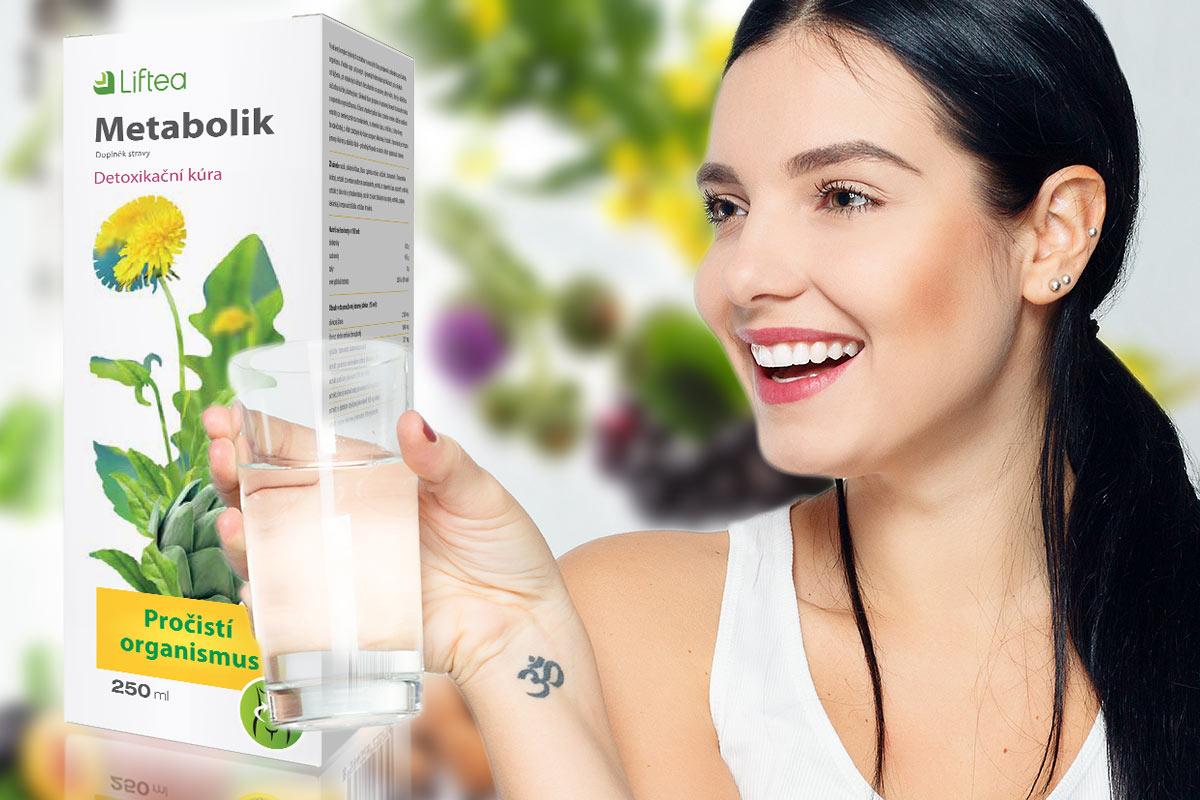 Doplněk stravy Liftea Metabolik se užívá tak, že se jedna polévková lžíce sirupu rozmíchá v 1,5 litrech vody a popíjí se po doušcích během dne.